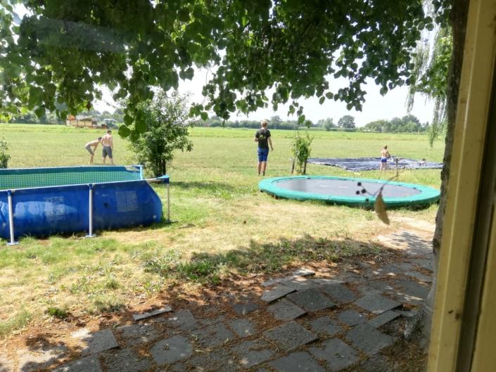 kinderen-buitenspelen-zorgboerderij